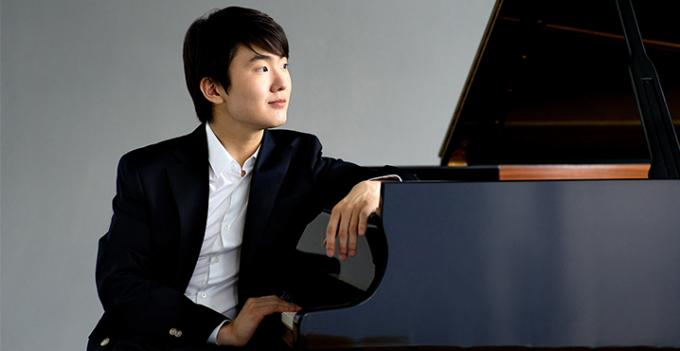 Seong-Jin Cho at Isaac Stern Auditorium
